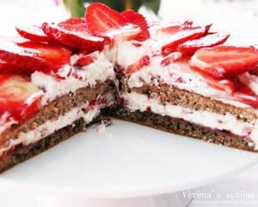 Walnuss Erdbeer Torte plus the Birthday Marathon has started ;)