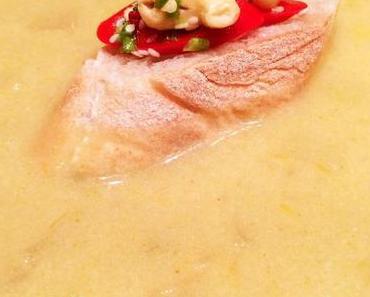 Asiatische Kartoffel-Apfel-Suppe mit Chili-Cashew-Topping