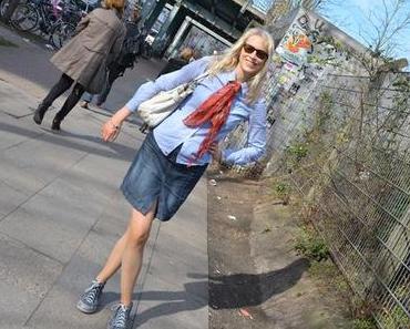 Unterwegs in Hamburg – Sneaker und Jeansrock kombinieren