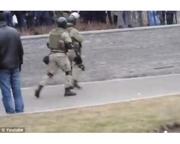 Während ukrainische Armeeeinheiten Volksarmee sein wollen, beweist die US-Navy ihr Heldentum