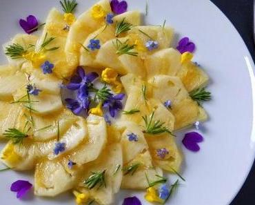 Ananas mit Fichtensirup, Lärchennadeln und Blütenkonfetti