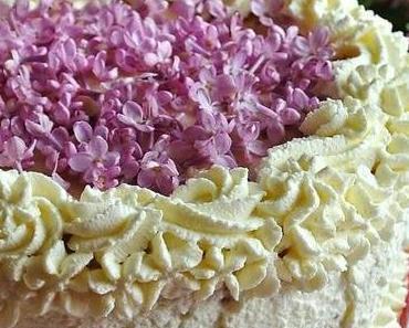 Schokolade Rhabarberschaum Torte mit Fliederblüten - ein fruchtig-blumiger Gruß aus meiner Blütenküche