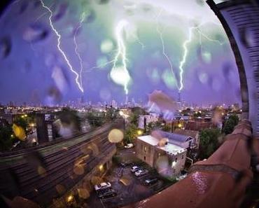 Dreifacher Blitzeinschlag in Wolkenkratzer von Chicago