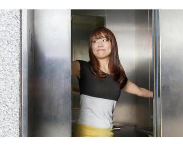 Horror - ein voller Aufzug oder Fahrstuhl ! Wie verhalte ich mich da richtig ?