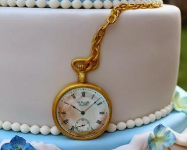 Tortenbuffet mit Hochzeitstorte, cupcakes, Macarons und cakepops