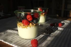 Knusper-Joghurt mit frischen Früchten