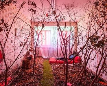 Berlinspiriert Kunst: Wolf's apartment – In a loop of swag and glitter