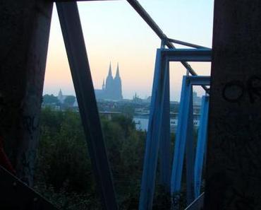 In der frühen Morgenstunden durch Köln