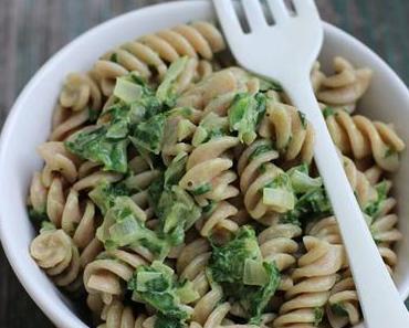 Leichtere Spinatcremesoße zu Pasta (vegan) und mein Plädoyer für Mandelmilch statt Sahne (incl. Mandelmilchrezept)