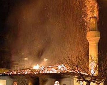 Brandstifter geht die Tat! Mehr Anschläge auf Moscheen als bisher bekannt.