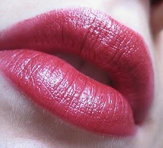 Rote Lippen für Tag und Nacht