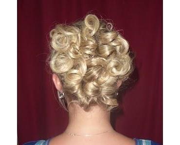 Haare hochstecken - mit einem Glätteisen ;)