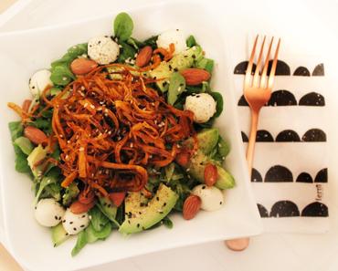{Paleo} Feldsalat mit Avocado & Süßkartoffel Spiralen
