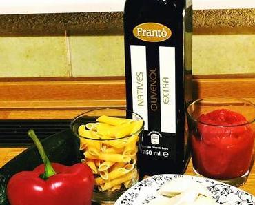 Nudelpfanne mit Tomaten, Mozzarella, Paprika und Zucchini