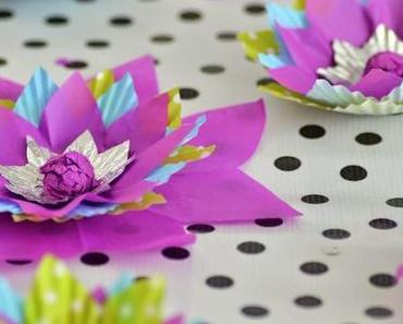 DIY Tischdeko Papierblumen aus Backförmchen