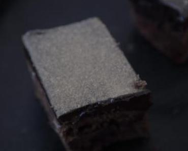 Lakritz Brownie Cake + Fudge Frosting