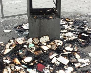 Bücherschrank in Frankfurt verbrannt