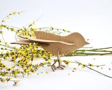 Es ist Frühling! DIY Steckvogel aus Wellpappe