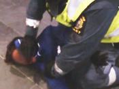 9-Jähriger Muslim spricht Schahada während schwedischen Beamten brutal angegriffen wird
