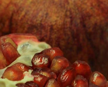 Granatapfel-Kakao-Kuchen aus der Pfanne