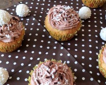 [Rezept] Raffaello-Cupcakes mit weißer Schokolade und Kokos-Kakao-Topping
