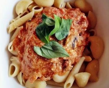 Pasta in Tomaten-Champignon-Ricotta-Sauce