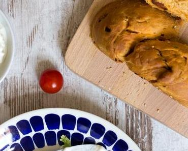 Herzhafter Chorizo Hefezopf mit Sesam – oder: Die Fastenzeit ist vorbei