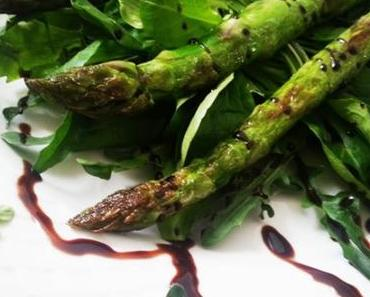 es grünt so grün – Spargel auf Rucola-Vogerlsalat-Bett mit Zitronenthymian
