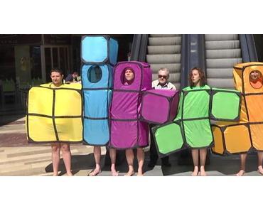Rémi Gaillard trollt mit Tetris-Kostüm