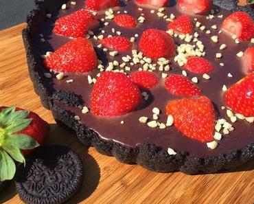 Schoko-Oreo-Tarte mit Erdbeeren