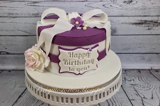 Torte zum 60. Geburtstag in purple und weiß