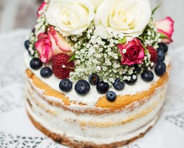 Naked Cake: Topfentorte mit Beeren & Blüten